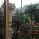 Dịch vụ lau kính nhà cao tầng tại Cẩm Phả